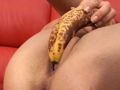 Shovelling pearl beads into her twat drives sweetheart out to lunch
